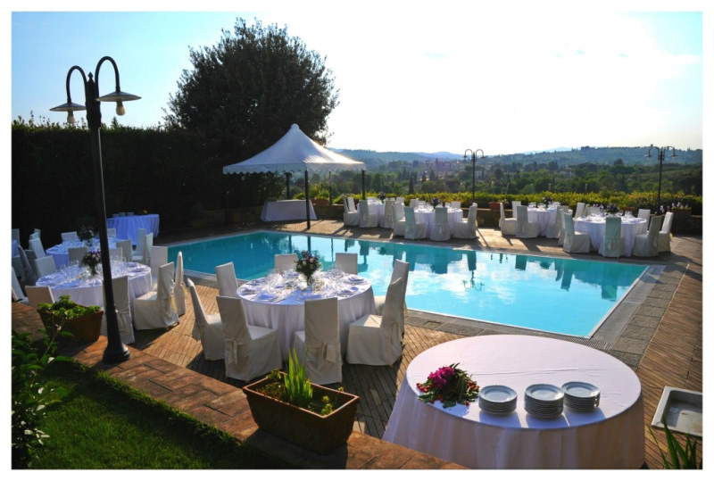 swimming-pool-wedding-set-up