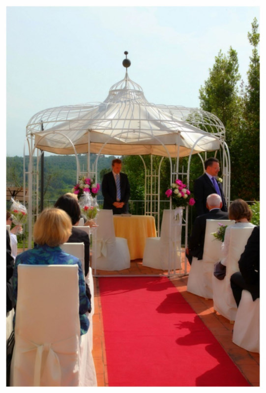 symbolic-ceremony-in-a-terrace